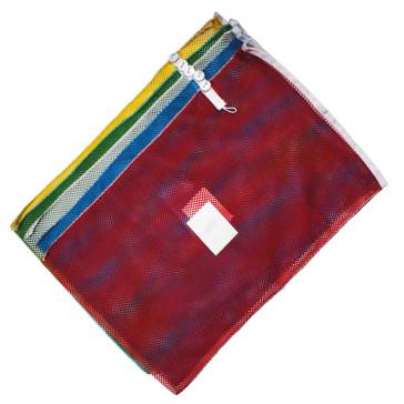 Wäschenetz 70 x 110 cm mit stabiler Bandeinfassung, integriertem Verschluss und 13 x 10 cm Kennzeichnungsgewebe in fünf Farben