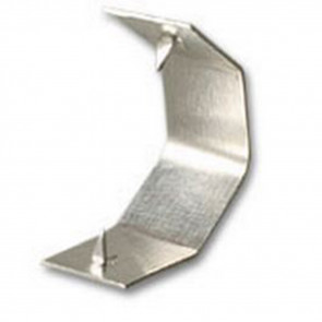 Diese Alu-Clips sind schnell und einfach in der Anwendung. Platzieren Sie den Clip über dem Drahtbügel und drücken ihn zusammen. Die spitzen Zacken fixieren Jupes und Kleinteile sicher und zuverlässig. Packung mit 1000 Stück Inhalt.